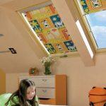 Яркий принт на полотне рулонной шторы