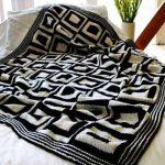 Мягкое бело-черное покрывало в стиле пэчворк