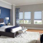 Нежные голубые римские шторы в спальне