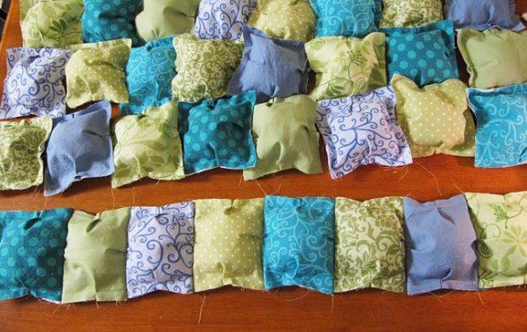 Пуфы-кармашки для одеяла