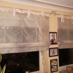 Полосатые римские шторы для кухонных окон