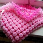 Пушистый розовый плед на выписку