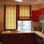 Римская штора на кухню из двух частей