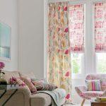 Римские шторы из ткани с розовыми домиками