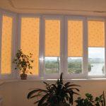 Плотные шторы на балконе с солнечной стороны дома