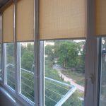 Светло-коричневые шторы рулонного типа
