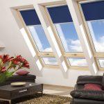 Синие шторы на мансардных окнах