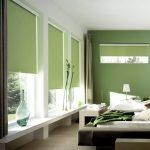 Зеленые роллеты в спальной комнате