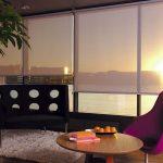 Частичное затенение комнаты рулонными шторами