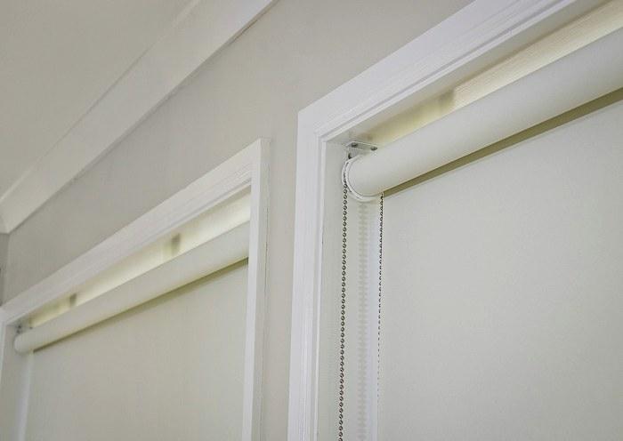 Оконные проемы с рулонными шторами открытого типа
