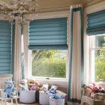 Рулонные голубые шторы для эркерного окна в детскую