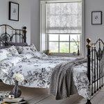 Рулонные шторы с необычным рисунком в серых тонах для окна в спальню