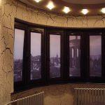 Рулоные фото-шторы на необычные пластиковые окна