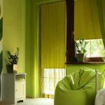 Зеленый чехол на бескаркасном кресле