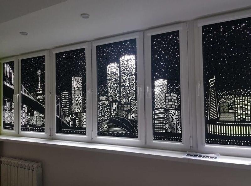 Пластиковые окна с рулонными шторами ночной город