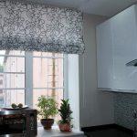 Штора с завитками для узкой кухни