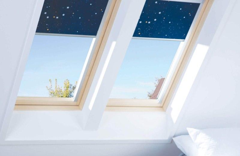 Мансардные окна с рулонными шторами космос