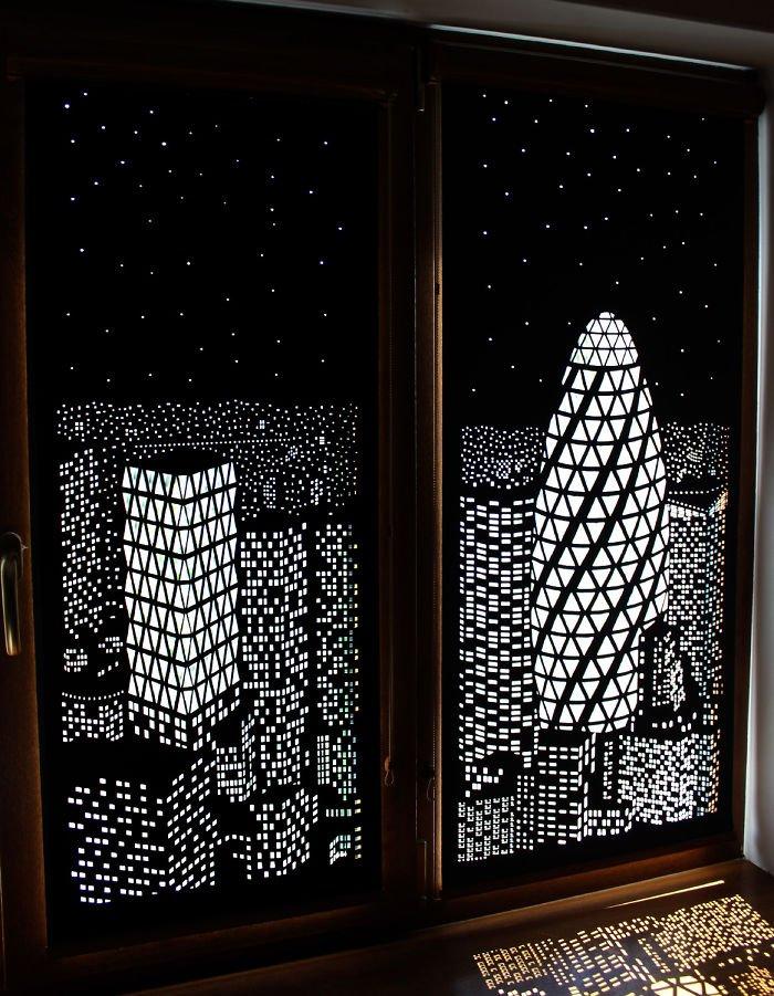Высокие здание на полотне шторы ночной город