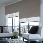 Двойные рулонные шторы на панорамном окне