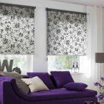 Удобные диван с фиолетовой обивкой