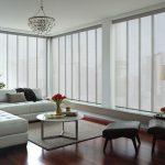 Легкие шторы на больших окнах