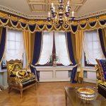 Сине-желтый ламбрекен для эркерного окна