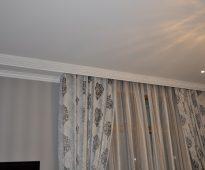 Скрытый карниз для тюля и штор в потолочной нише