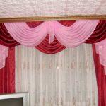 Сочетание бордового и розового для ламбрекена в гостиную