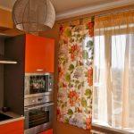 Яркие сочные шторы и гардины на кухне