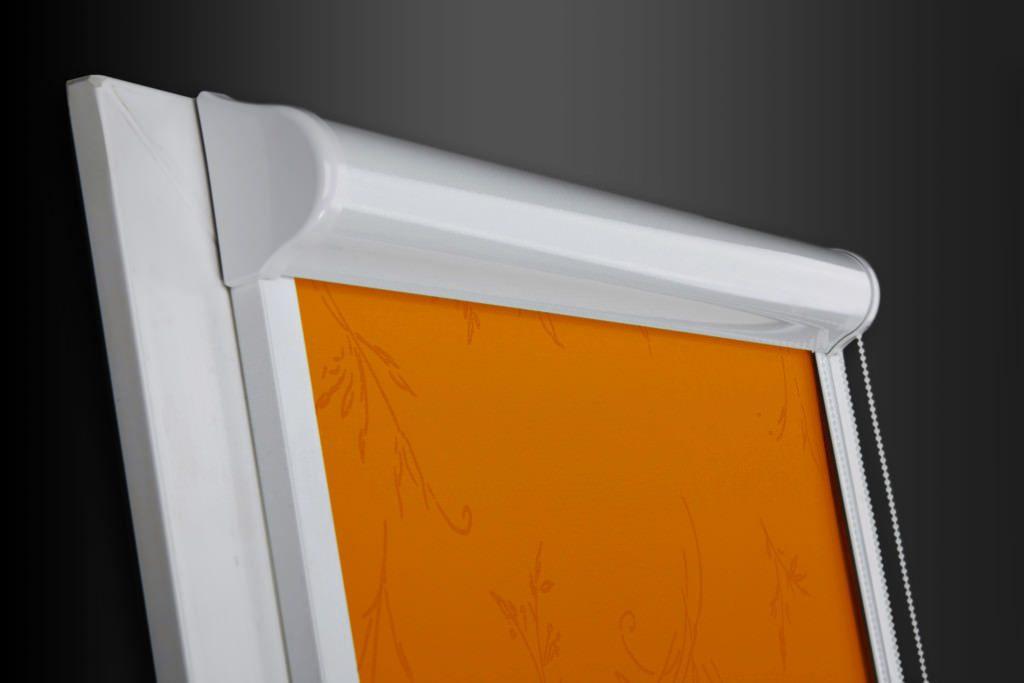 Створка пластикового окна с рулонной шторой кассетного типа