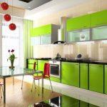 Зеленые гардины и белый тюль на кухне