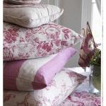Бело-розовые подушки в стиле прованс