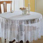 Белоснежная праздничная скатерть на кругый стол