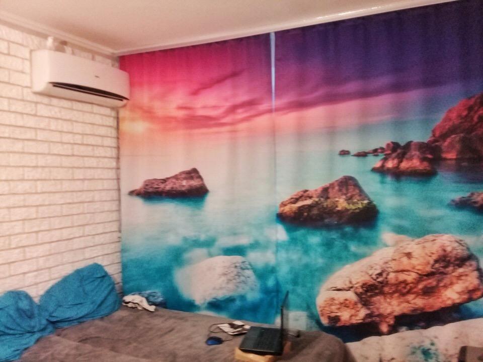 Реалистичное изображение прибрежного моря на тюле в спальне