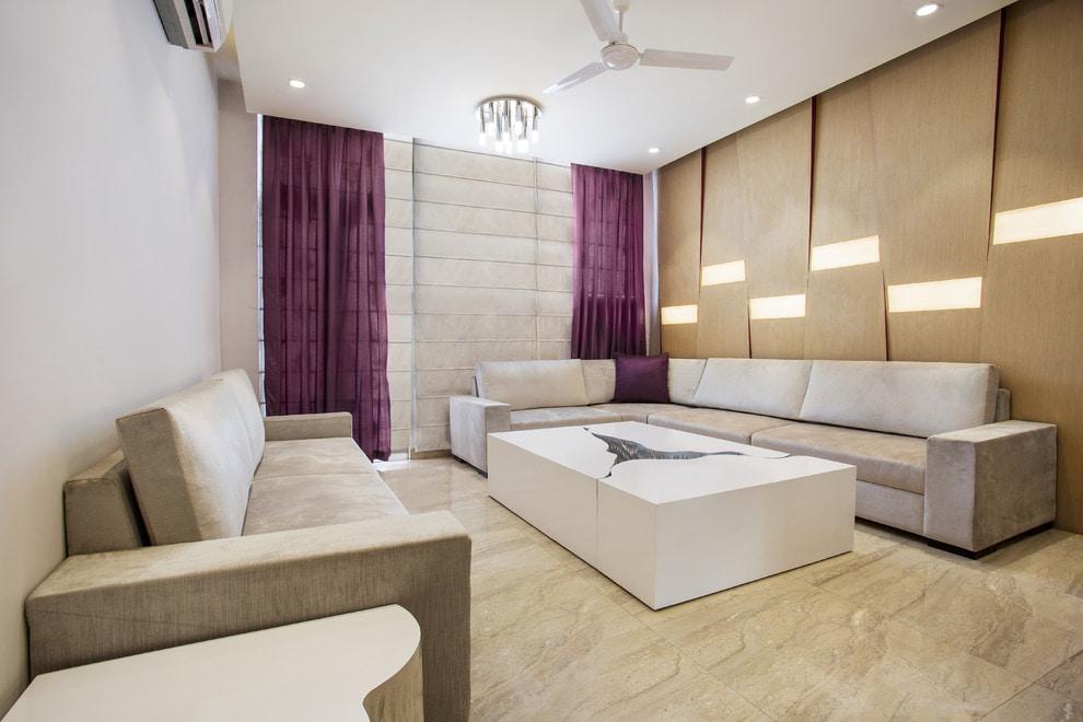 Интерьер современной гостиной с фиолетовыми шторами