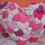 Большая подушка сердце из маленьких сердечек
