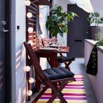 Черные подушки для балконных стульев