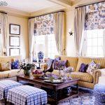 Декоративные подушки в интерьере французской гостиной