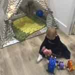 Детский плед внутри домика для игр