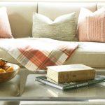 Диванные подушки без рисунков для гостиной