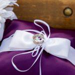 Фиолетовая с белым подушечка для колец