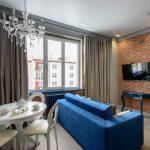 Гостиная в городской квартире с элементами лофта