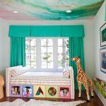 Детская комнаты с бирюзовыми шторами