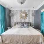 интерьер спальной комнаты с серыми стенами