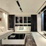 Ниши со встроенными светильниками на белом потолке