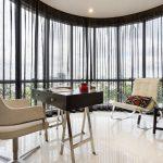 Прозрачные занавески на панорамных окнах