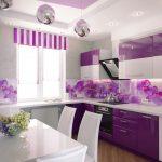 Кухня в стиле хай тек с фиолетовыми фасадами