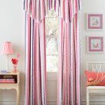 Штора с розовыми и фиолетовыми полосками