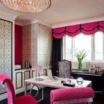 Розовый текстиль в кабинете стиля модерн
