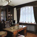Письменный стол в интерьер классического кабинета
